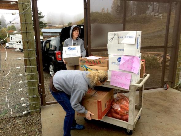 web_Volunteer_Lynn_Annie_Darwins_produce_food_donation_jb