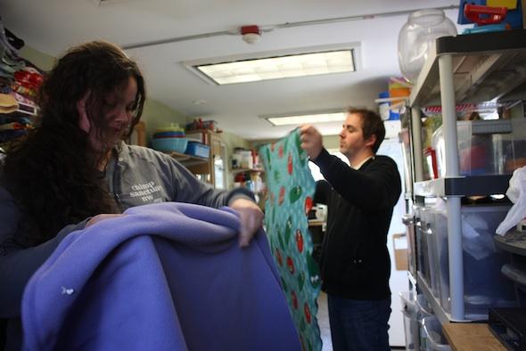 web jen matt volunteers fold blanket laundry (dm) IMG_2104