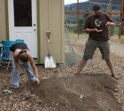 web-dakotta-jackie-planting-herb-bed_mg_2825
