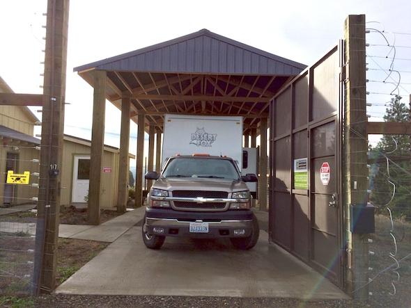 web_Truck_trailer_clinic_shelter_jb
