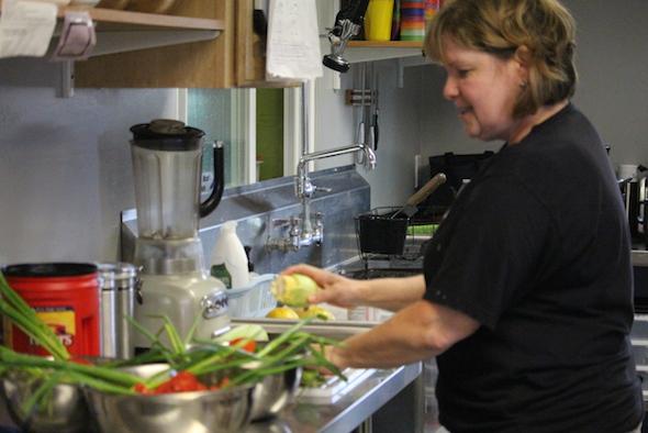 web_Connie_volunteer_caregiver_prepare_breakfast_kh_IMG_8221